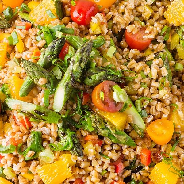 Vehnänjyvä-parsasalaatti